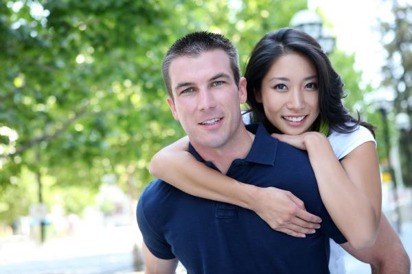 White-man-Chinese-woman-600x400